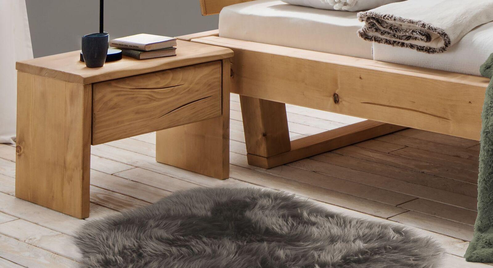 Nachttisch Cuamba aus massivem Fichtenholz