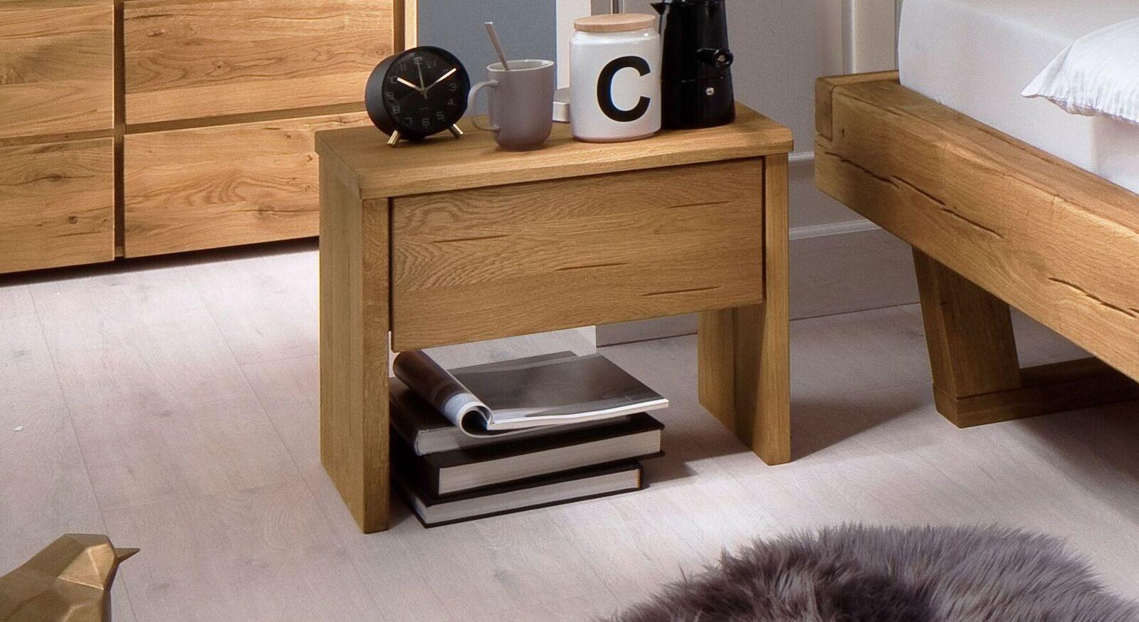 Nachttisch Monapo aus robustem Echtholz