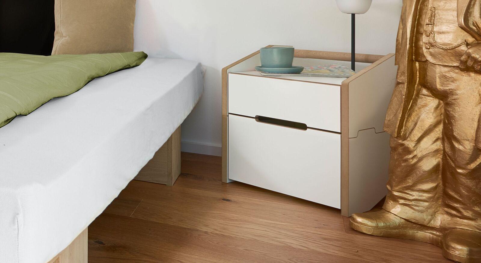 Nachttisch Tojo Cargo in minimalistischem Design