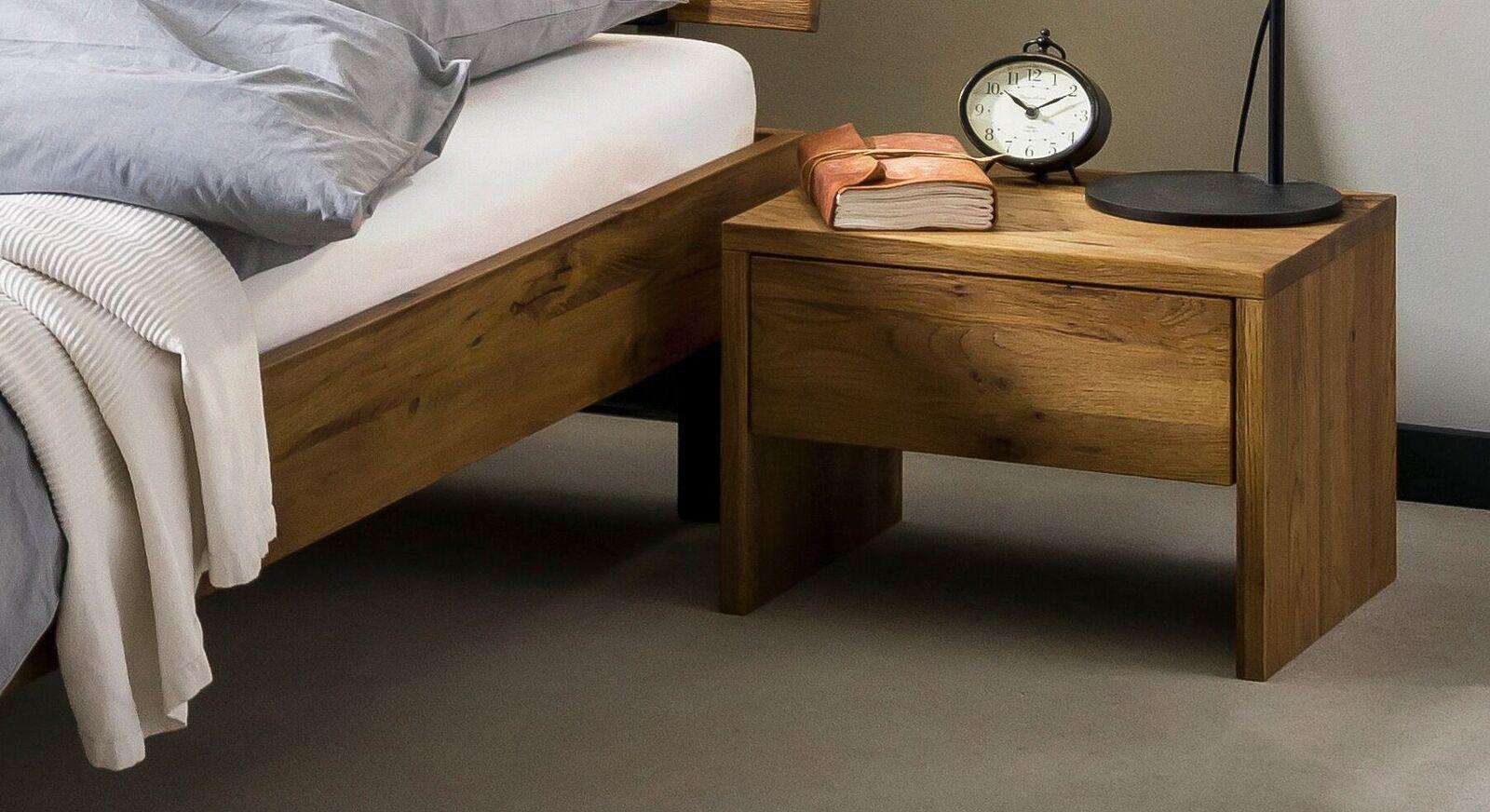 Nachttisch Tumas aus Wildeiche Massivholz