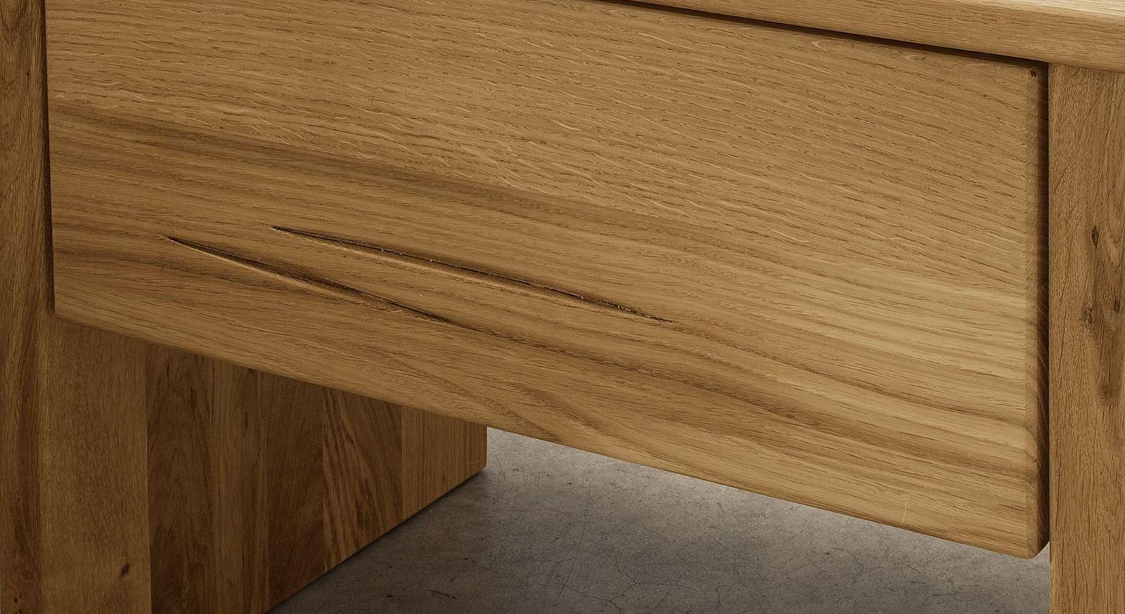 Moderner Wildeiche-Nachttisch mit starker Holzmaserung