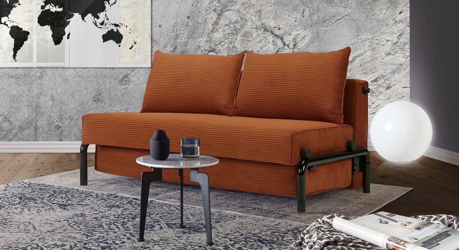 Modernes Schlafsofa Naoto mit orangenem Cordbezug