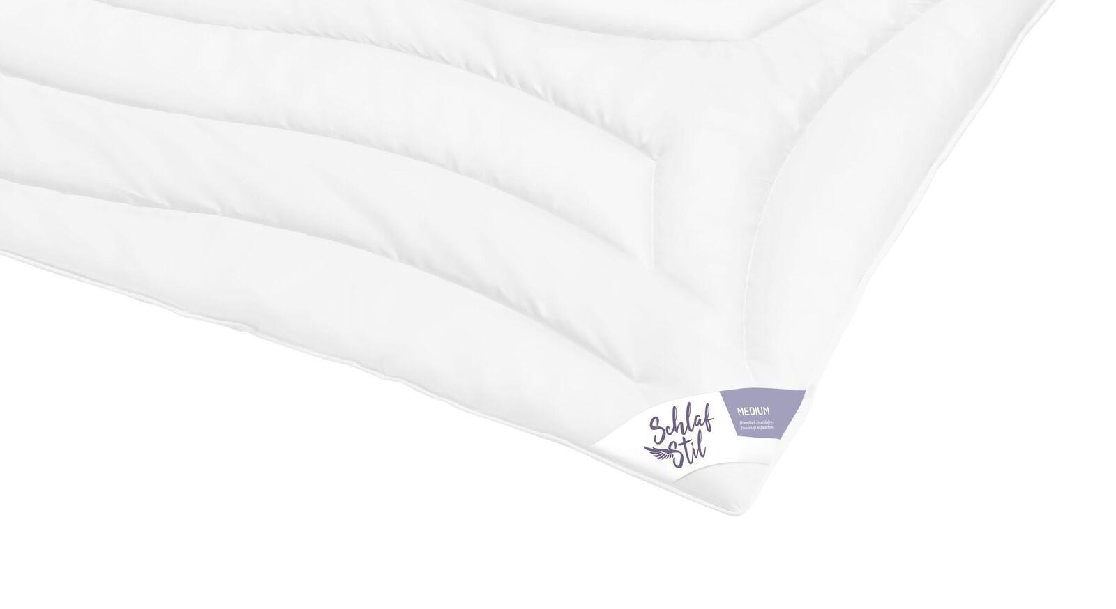 Flauschige und hochwertige SCHLAFSTIL Markenfaser-Bettdecke F300 medium