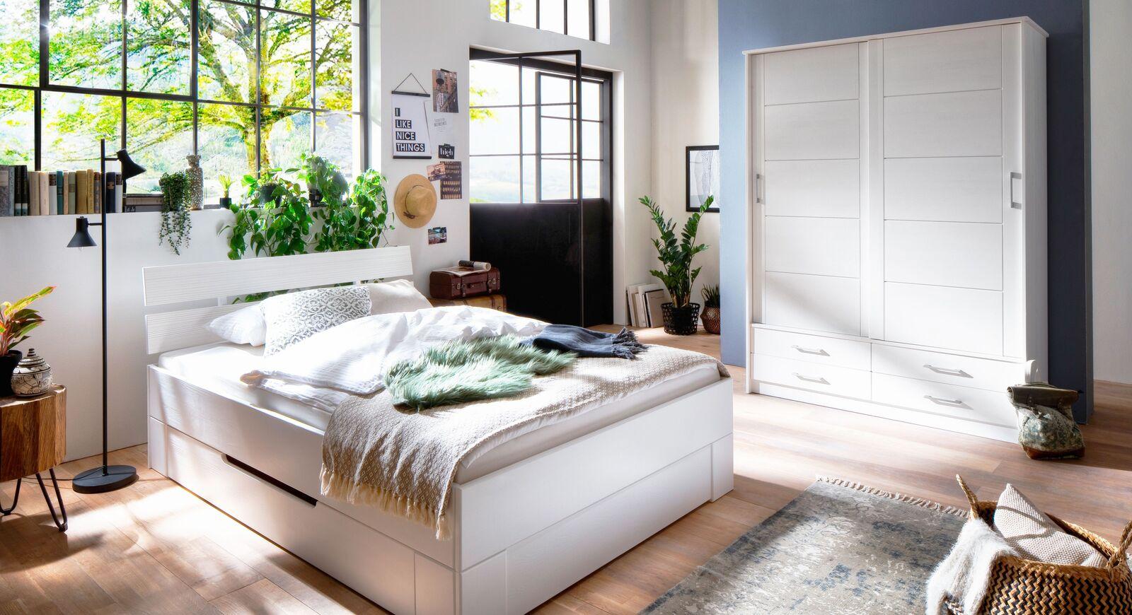 Schlafzimmer Ottena mit Schiebetüren-Kleiderschrank und Schubkastenbett