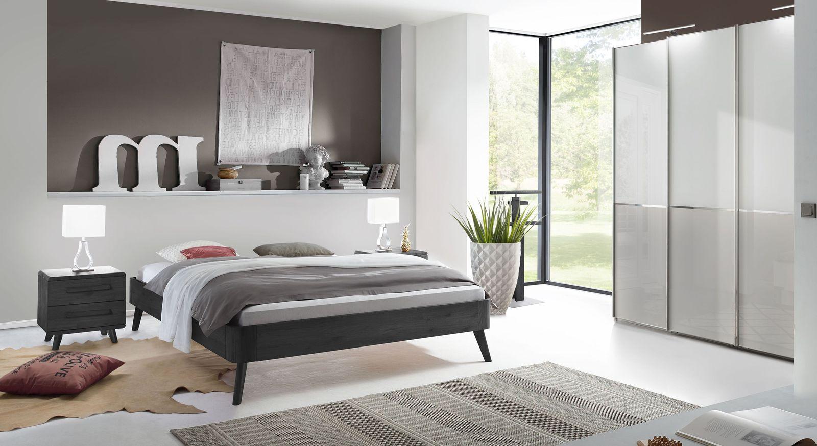 Schlafzimmer Santa Rosa mit Massivholzbett und Kleiderschrank