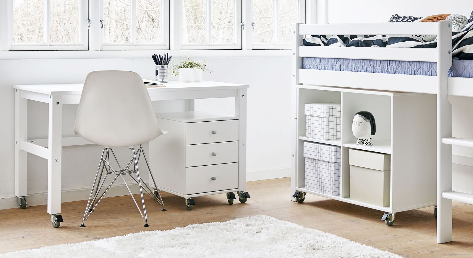 wei lackierter rollcontainer mit drei schubladen kids heaven. Black Bedroom Furniture Sets. Home Design Ideas