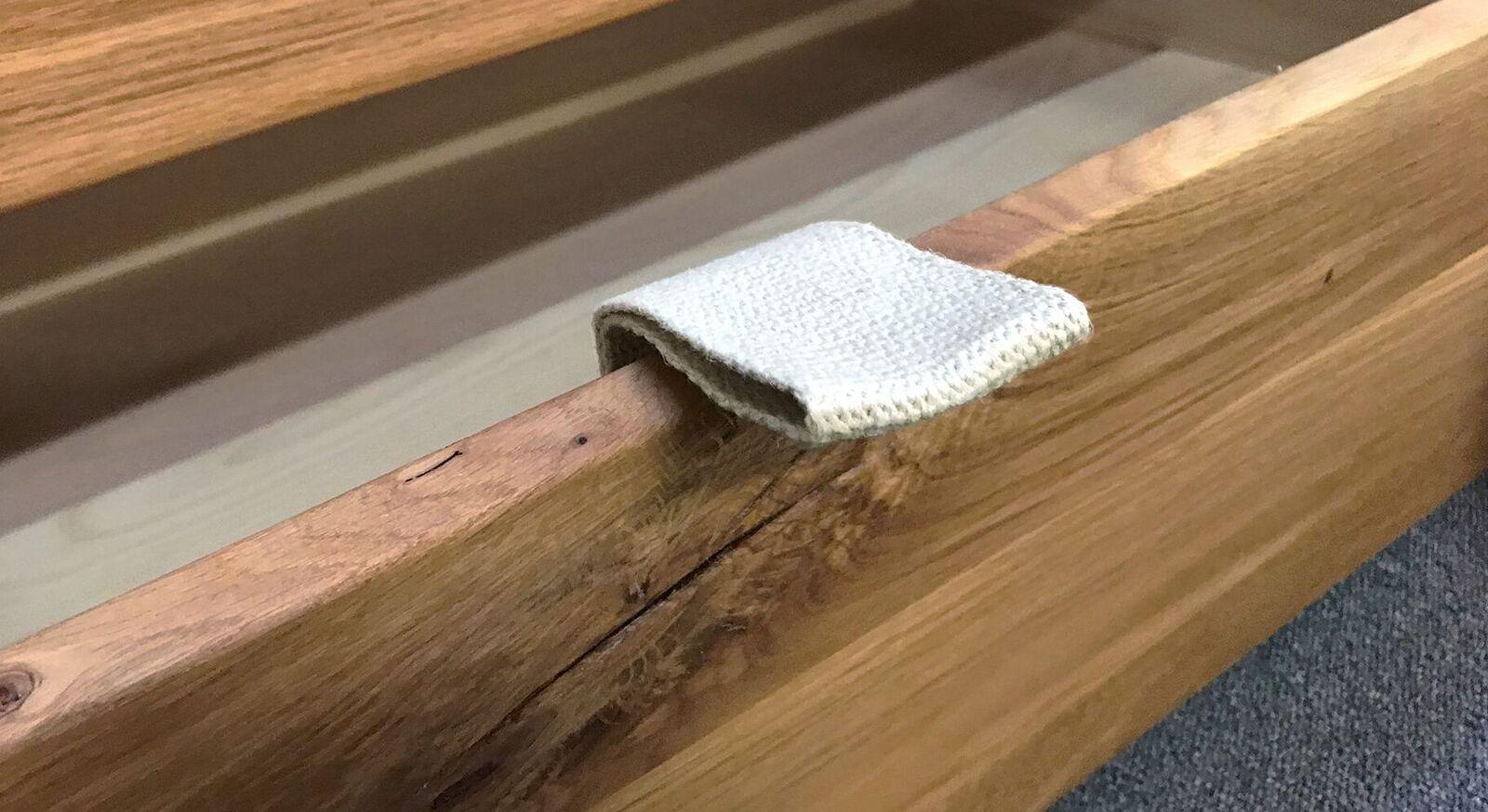 Schubkasten-Bett mit robustem Stoffgriff