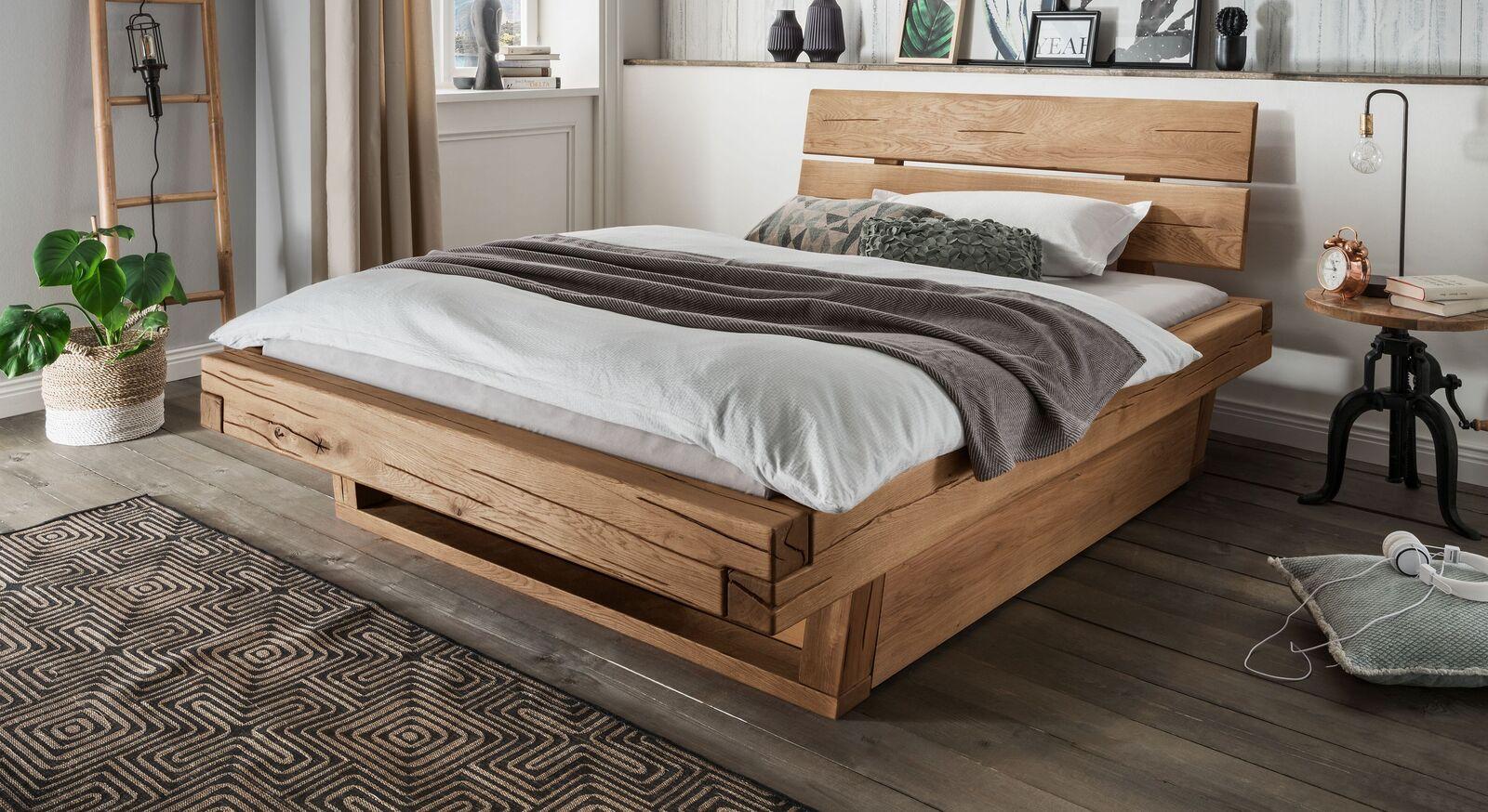 Schubkastenbett Romeno in 140x200 cm aus rustikalem Echtholz
