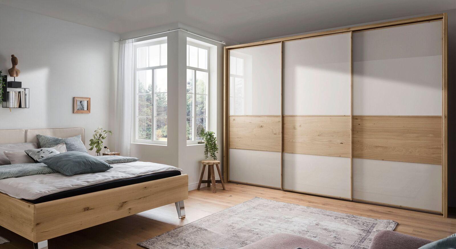 Schwebetüren-Kleiderschrank Corato als Stauraum im Schlafzimmer