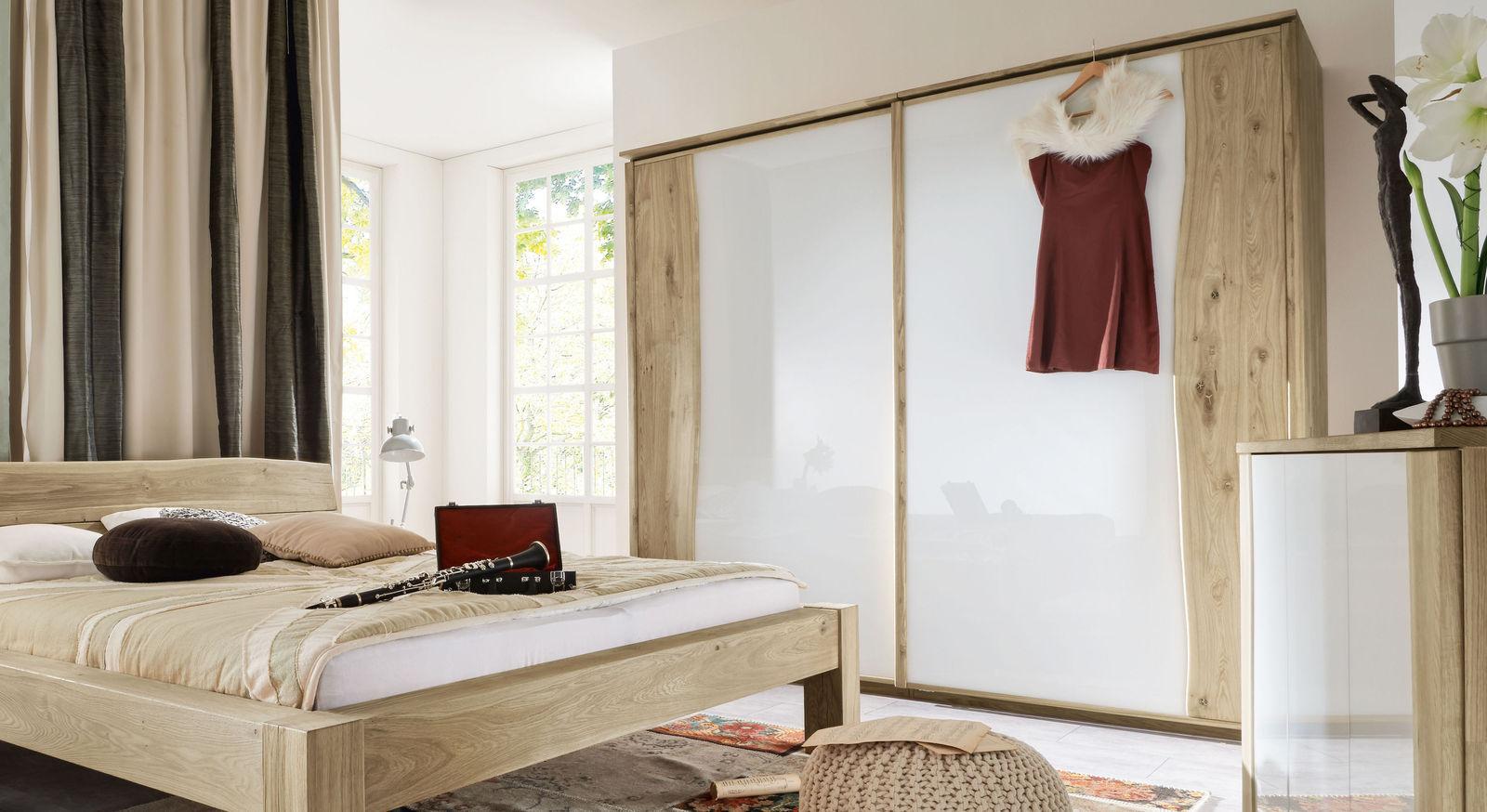 Schwebetüren-Kleiderschrank Imst aus weißer Wildeiche