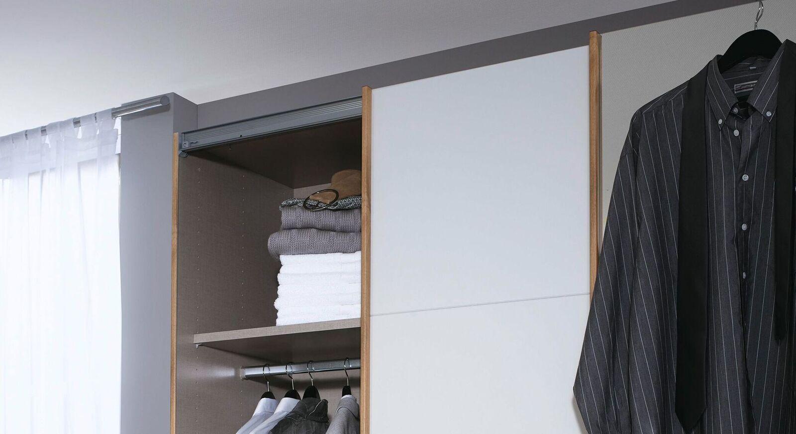 Schwebetüren-Kleiderschrank Sedina mit stabilem Einlegeboden