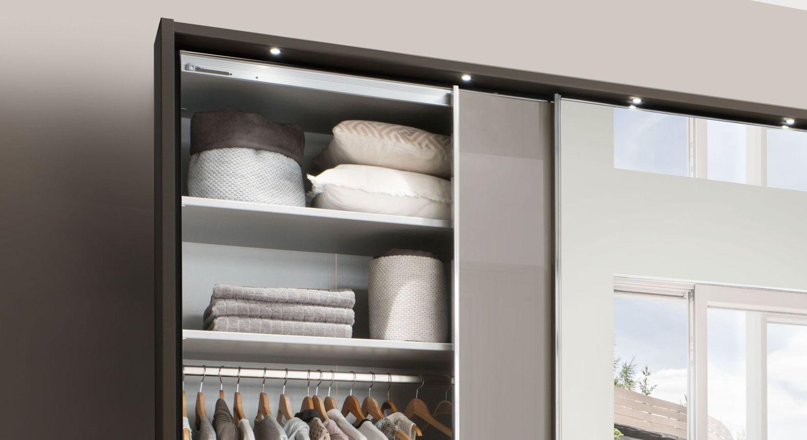 Spiegel-Kleiderschrank Butaco mit Einlegeböden und Kleiderstange