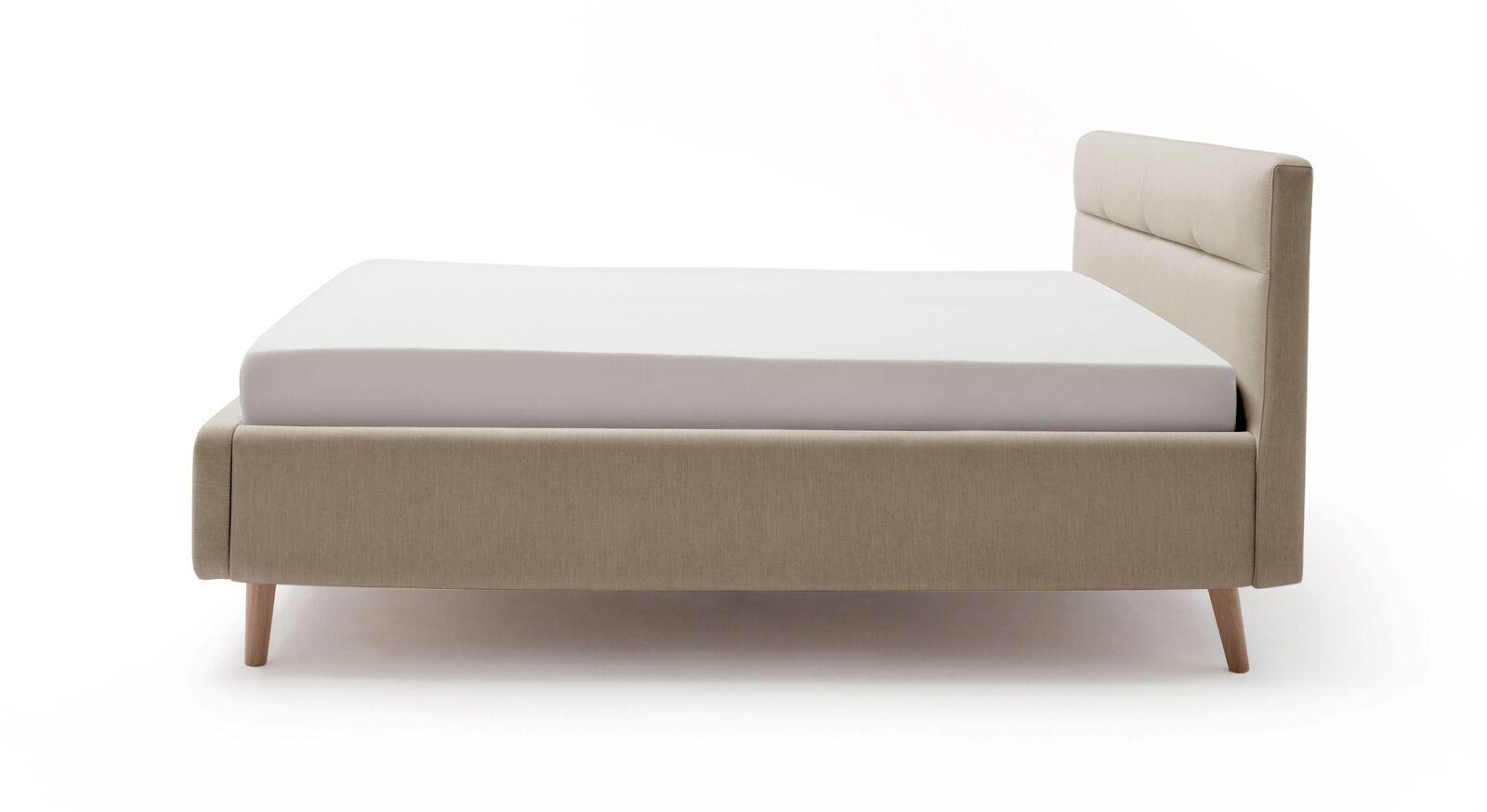 Stauraumbett Kromera mit ausgestellten Bettbeinen