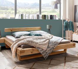Balkenbett Maramis mit breitem Holzbettrahmen