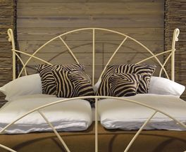 Bett Acara mit passendem Fuß- und Kopfteil