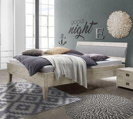 Modernes Bett Armevia mit breitem Bettrahmen