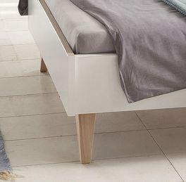 Bett Atina mit Füßen im Retro-Look