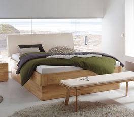Elegantes Bett Ballina mit natürlicher Holzmaßerung