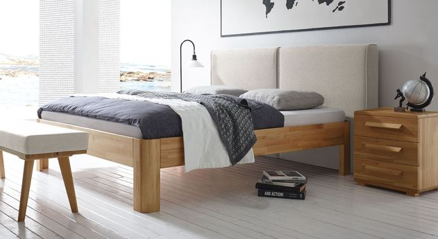 bett kernbuche massiv mit hohem gepolstertem wandpaneel barra. Black Bedroom Furniture Sets. Home Design Ideas