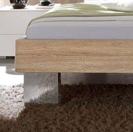 Bett Cassio mit breiten Metallfüßen