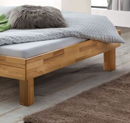 Hochwertiges Bett Chatenay aus Echtholz
