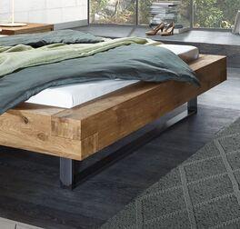 Bett Demus mit breitem Rahmen