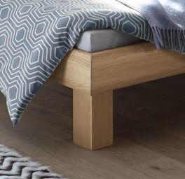 Bett Eastport mit stabilen Bettbeinen