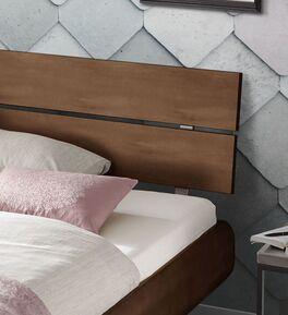Bett Galatis mit zweigeteiltem Kopfteil