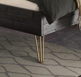 Bett Gran Rosario mit bronzefarbenen Metallfüßen