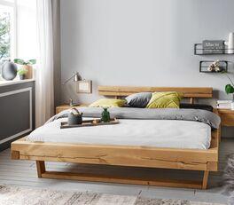 Bett Krista mit rustikaler Holzoberfläche