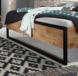 Bett Lakewood mit hochwertigen schwarzen Metallkufen