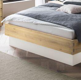 Bett Larus mit natürlicher Holz-Maserung