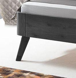 Bett Manouba mit abgeschrägten Massivholz-Bettbeinen