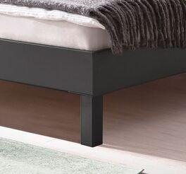 Bett Mauno mit graphitfarbenen Blockfüßen