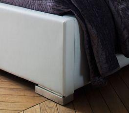Bett Molare mit niedrigen Metallfüßen