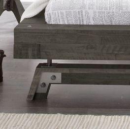 Bett Molinas Fußbereich aus Massivholz und Metall