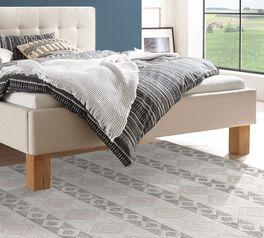 Bett Nieta mit robusten Holzfüßen