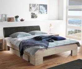 Rustikales Bett Olinda aus hellem Holz