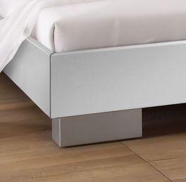 Bett Piceno mit stabilen Blockfüßen