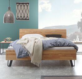 Klassisches Bett Pilara aus Massivholz