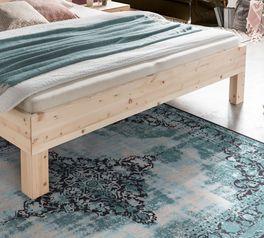 Bett Pirka mit robusten Füßen