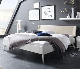 Bett Pori aus weiß lackiertem Buchenholz
