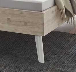 Bett Ranua mit weißen Buchenholz-Füßen