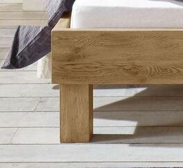 Bett Santa Luiza mit Bettbeinen aus Massivholz