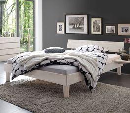 Bett Teramo mit massivem Holzrahmen