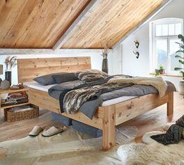 Hochwertiges Bett Tosa mit breitem Bettrahmen