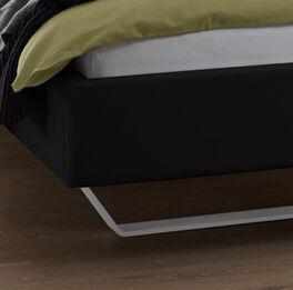 Bett Varisa mit trendigen weißen Metallkufen