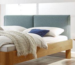 Bett Velasco mit zweigeteiltem Polsterkopfteil