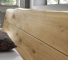 Wildeichenbett mit robustem Holz-Kopfteil