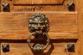 Bronze-Türgriff in Form eines Löwen
